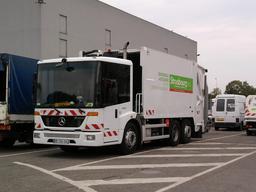Camion de ramassage d'ordures ménagères. Source : http://data.abuledu.org/URI/5116a213-camion-de-ramassage-d-ordures-menageres