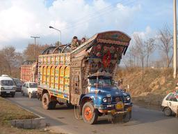 Camion décoré au Pakistan. Source : http://data.abuledu.org/URI/53296248-camion-decore-au-pakistan
