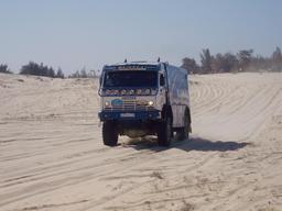 Camion russe au rallye Paris-Dakar. Source : http://data.abuledu.org/URI/5329630d-camion-russe-au-rallye-paris-dakar