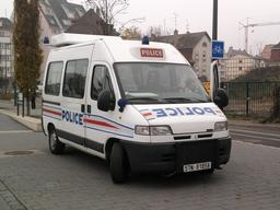 Camionnette de la police nationale. Source : http://data.abuledu.org/URI/53343a98-camionnette-de-la-police-nationale