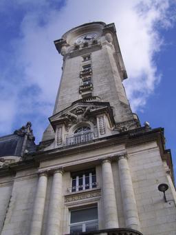 Campanile de la gare de Limoges. Source : http://data.abuledu.org/URI/54a82a40-campanile-de-la-gare-de-limoges