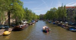 Canal d'Amsterdam en juillet. Source : http://data.abuledu.org/URI/52b0d0d6-canal-d-amsterdam-en-juillet