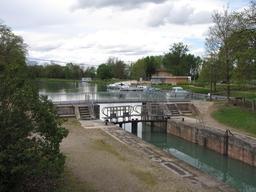 Canal de Montech. Source : http://data.abuledu.org/URI/51bad3d8-canal-de-montech