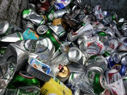 Canettes à recycler. Source : http://data.abuledu.org/URI/510dc3c4-canettes-a-recycler