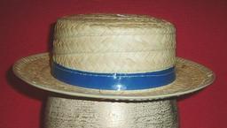Canotier en paille avec ruban. Source : http://data.abuledu.org/URI/50fc8de8-canotier-en-paille-avec-ruban