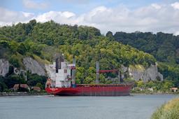 Cargo sur la Seine. Source : http://data.abuledu.org/URI/555b1843-cargo-sur-la-seine