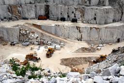 Carrière de marbre à ciel ouvert. Source : http://data.abuledu.org/URI/51439a0a-carriere-de-marbre-a-ciel-ouvert-