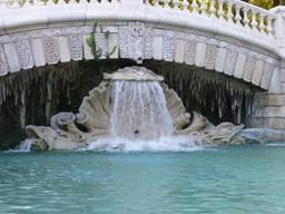 Cascade au jardin Darcy à Dijon. Source : http://data.abuledu.org/URI/582043ea-cascade-au-jardin-darcy-a-dijon-