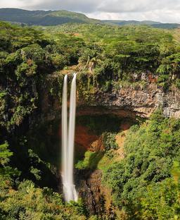 Cascade de Chamarel à Maurice. Source : http://data.abuledu.org/URI/59da7e68-cascade-de-chamarel-a-maurice