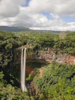 Cascade de Chamarel dans l'île Maurice. Source : http://data.abuledu.org/URI/582cbbce-cascade-de-chamarel-dans-l-ile-maurice