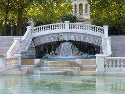 Cascade du bassin au jardin Darcy à Dijon. Source : http://data.abuledu.org/URI/582042df-cascade-du-bassin-au-jardin-darcy-a-dijon-