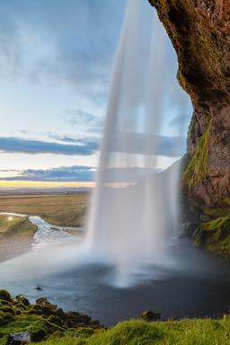 Cascade en Islande. Source : http://data.abuledu.org/URI/54cbbc29-cascade-en-islande