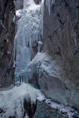 Cascade gelée. Source : http://data.abuledu.org/URI/52bf4d05-cascade-gelee