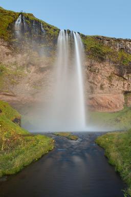Cascades en Islande. Source : http://data.abuledu.org/URI/54cbbb92-cascades-en-islande