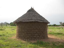 Case ronde en terre, au nord du Cameroun. Source : http://data.abuledu.org/URI/52e51dd4-case-ronde-en-terre-au-nord-du-cameroun