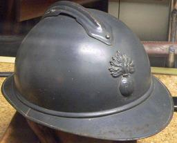 Casque Adrian de l'infanterie française en 1915. Source : http://data.abuledu.org/URI/543bd681-casque-adrian-de-l-infanterie-francaise-en-1915
