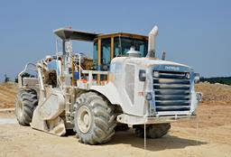 Caterpillar recycleuse de chaussées stabilisatrice de sols RM-500. Source : http://data.abuledu.org/URI/527baebc-caterpillar-recycleuse-de-chaussees-stabilisatrice-de-sols-rm-500