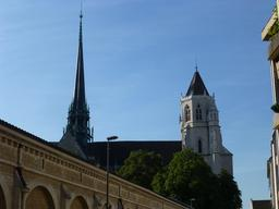 Cathédrale Saint-Bénigne à Dijon. Source : http://data.abuledu.org/URI/5820a67d-cathedrale-saint-benigne-a-dijon