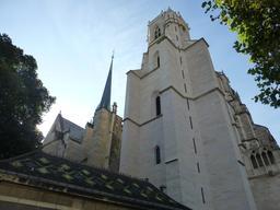 Cathédrale Saint-Bénigne à Dijon. Source : http://data.abuledu.org/URI/5820a69b-cathedrale-saint-benigne-a-dijon