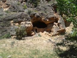 caverne. Source : http://data.abuledu.org/URI/501dcba1-caverne-