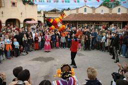 Célébration du jour mexicain des piñatas en Allemagne. Source : http://data.abuledu.org/URI/540abb65-celebration-du-jour-mexicain-des-pi-atas-en-allemagne