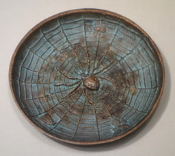 Cendrier en bronze à l'araignée, 1915. Source : http://data.abuledu.org/URI/538b6c60-cendrier-en-bronze-a-l-araignee-1915