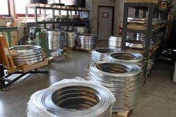 Cercles en acier pour tonneaux. Source : http://data.abuledu.org/URI/51dbd6c6-cercles-en-acier-pour-tonneaux