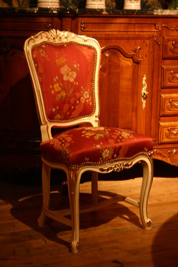 Chaise style Louis XV. Source : http://data.abuledu.org/URI/520fdcef-chaise-style-louis-xv