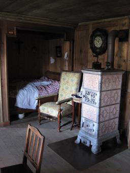 Chambre et poêle à la Ferme Jacquemot. Source : http://data.abuledu.org/URI/54a498d3-chambre-et-poele-a-la-ferme-jacquemot