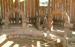 Chantier du château de Guédelon en 2005. Source : http://data.abuledu.org/URI/537f9529-chantier-du-chateau-de-guedelon-en-2005