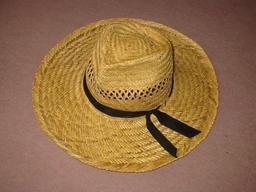 Chapeau de paille. Source : http://data.abuledu.org/URI/51fa852b-chapeau-de-paille