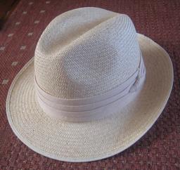 Chapeau panama. Source : http://data.abuledu.org/URI/532dd622-chapeau-panama
