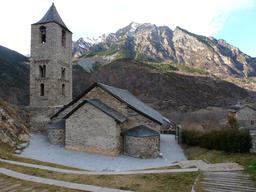"""Chapelle romane dans le parc national de """"La Vall de Boí"""" en Catalogne. Source : http://data.abuledu.org/URI/56d572af-chapelle-romane-dans-le-parc-national-de-la-vall-de-bo-en-catalogne"""