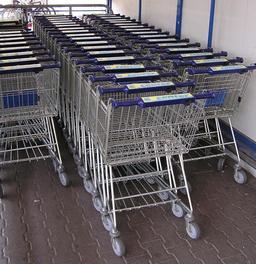 Chariots de supermarché. Source : http://data.abuledu.org/URI/50426620-chariots-de-supermarche