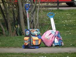 Chariots pour sacs de classe. Source : http://data.abuledu.org/URI/5319f96c-chariots-pour-sacs-de-classe