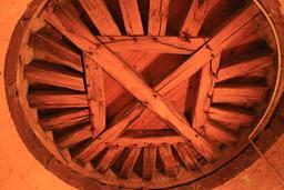 Charpente en bois à Saint-Épain, Hôtel de la Prévôté. Source : http://data.abuledu.org/URI/55dd7eae-charpente-en-bois-a-saint-epain-hotel-de-la-prevote