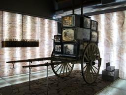 Charrette de télévisions. Source : http://data.abuledu.org/URI/524c77c7-charrette-de-televisions