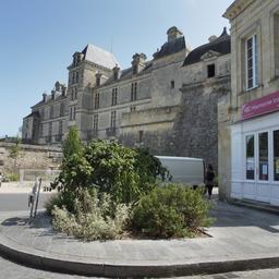 Château de Cadillac-33. Source : http://data.abuledu.org/URI/599a9249-chateau-de-cadillac-33