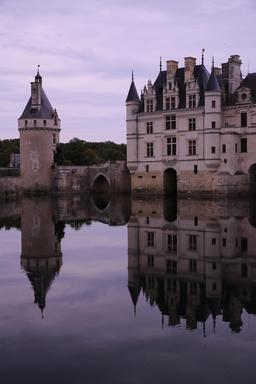 Château de Chenonceau et son reflet. Source : http://data.abuledu.org/URI/55e45e0b-chateau-de-chenonceau-et-son-reflet