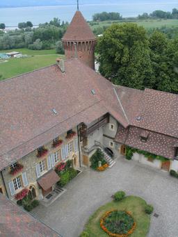 Château de Estavayer-le-lac vu depuis le donjon. Source : http://data.abuledu.org/URI/543c0650-chateau-de-estavayer-le-lac-vu-depuis-le-donjon