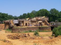 Château de Guédelon en juin 2008. Source : http://data.abuledu.org/URI/537fbe9b-chateau-de-guedelon-en-juin-2008