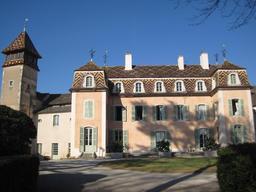 Château de Monthélie en Bourgogne. Source : http://data.abuledu.org/URI/54a7c2eb-chateau-de-monthelie-en-bourgogne