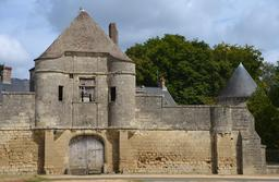 Enceinte fortifiée du château de Noüe à Villers-Cotterêts . Source : http://data.abuledu.org/URI/53ac4180-chateau-de-noue-a-villers-cotterets-