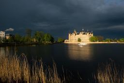 Château de Schwerin en Allemagne. Source : http://data.abuledu.org/URI/5630e1fe-chateau-de-schwerin-en-allemagne