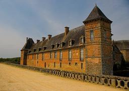 Château médiéval de Carrouges (Orne, Basse-Normandie) du XIVe siècle. Source : http://data.abuledu.org/URI/52bc53d7-chateau-medieval-de-carrouges-orne-basse-normandie-du-xive-siecle
