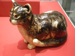 Chaton en faïence. Source : http://data.abuledu.org/URI/53f0926a-chaton-en-faience