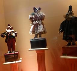 Chatte, chouette et coq au musée des automates. Source : http://data.abuledu.org/URI/5822228a-chatte-chouette-et-coq-au-musee-des-automates