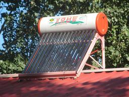 Chauffe-eau solaire. Source : http://data.abuledu.org/URI/5218fb2f-chauffe-eau-solaire