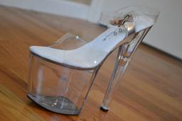 Chaussure à talon fantaisie. Source : http://data.abuledu.org/URI/53ae1034-chaussure-a-talon-fantaisie