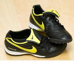 Chaussures de football. Source : http://data.abuledu.org/URI/587b66c8-chaussures-de-football